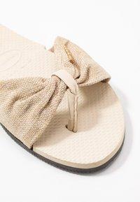 Havaianas - YOU TROPEZ - Pantofle - beige - 2