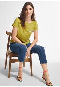 comma - Print T-shirt - green - 2