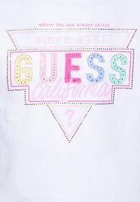 Guess - JUNIORMIDI  - Camiseta estampada - blanc pur - 2