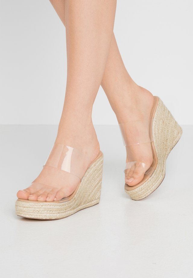 DOUBLE STRAP CLEAR WEDGE - Heeled mules - beige