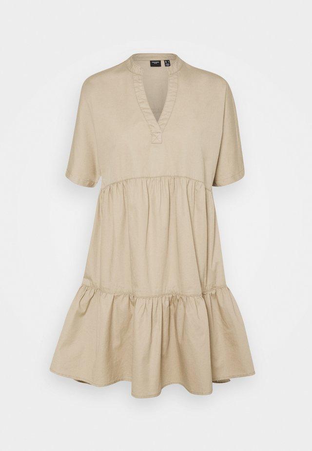 VMSIENNA TIERED DRESS - Vestido informal - beige