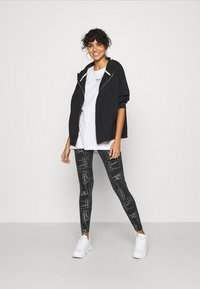 Nike Sportswear - TIGHT - Leggings - Trousers - black - 1