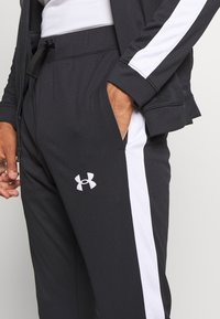Under Armour - EMEA TRACK SUIT - Trainingsanzug - black - 7