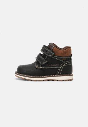 Touch-strap shoes - black