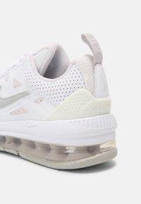 Nike Sportswear - AIR MAX GENOME UNISEX - Trainers - white/platinum/light violet/grey fog - 6