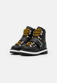 Dsquared2 - Šněrovací kotníkové boty - black - 1