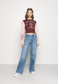 BDG Urban Outfitters - COLLEGIATE LETTUCE TEE - Long sleeved top - burgundy - 1