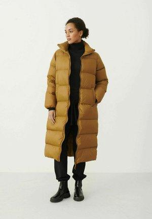 EDLA - Down coat - rubber