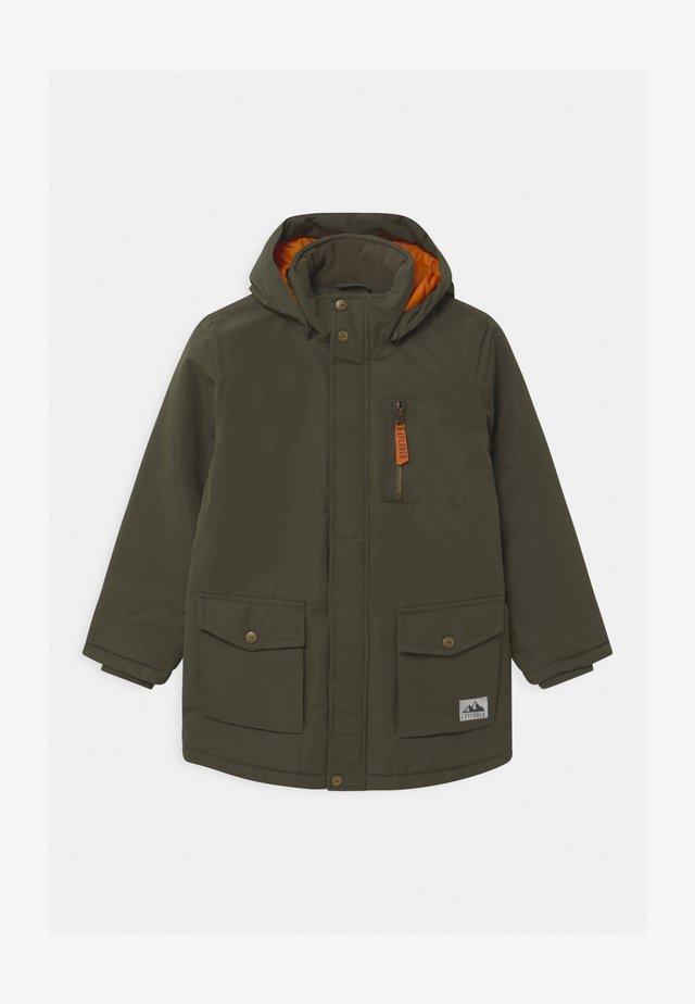 Abrigo de invierno - khaki green