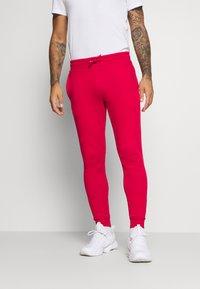 Tommy Hilfiger - CUFFED FLAG LOGO - Teplákové kalhoty - primary red - 0