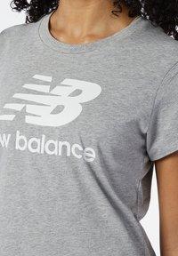 New Balance - STACKED LOGO  - Print T-shirt - athletic grey - 2