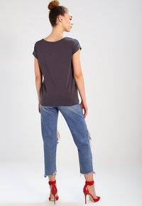 Vero Moda - VMAVA PLAIN - T-shirt basic - asphalt - 2