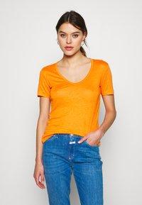 CLOSED - WOMEN - Basic T-shirt - mango - 0