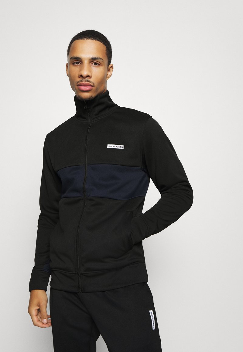Jack & Jones Performance - JCOZPOLY SUIT BLOCKING - Survêtement - black