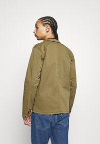 BY GARMENT MAKERS - WORKWEAR JACKET - Tunn jacka - oil green - 2