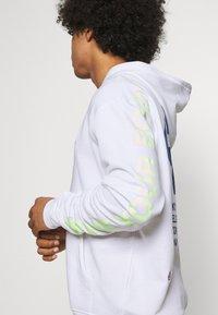 Nike Sportswear - HOODIE - Luvtröja - white - 3