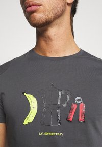 La Sportiva - BREAKFAST - Print T-shirt - carbon - 4