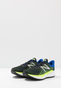 New Balance - FRESH FOAM EVARE - Zapatillas de running neutras - black - 2