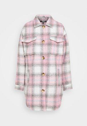 OVERSIZED CHECK SHACKET - Klassisk frakke - pink