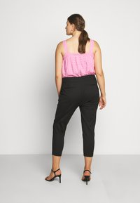 Forever New Curve - AUDREY HIGH WAIST PANT - Trousers - black - 2