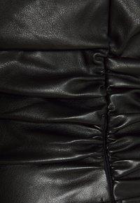 NA-KD - HANNA  SCHÖNBERG X NA-KD ONE SHOULDER - Bluse - black - 2