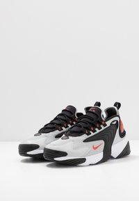 Nike Sportswear - ZOOM  - Sneakers - black/track red/grey/fogwhite - 2