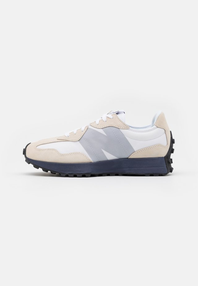 327 - Trainers - munsell white