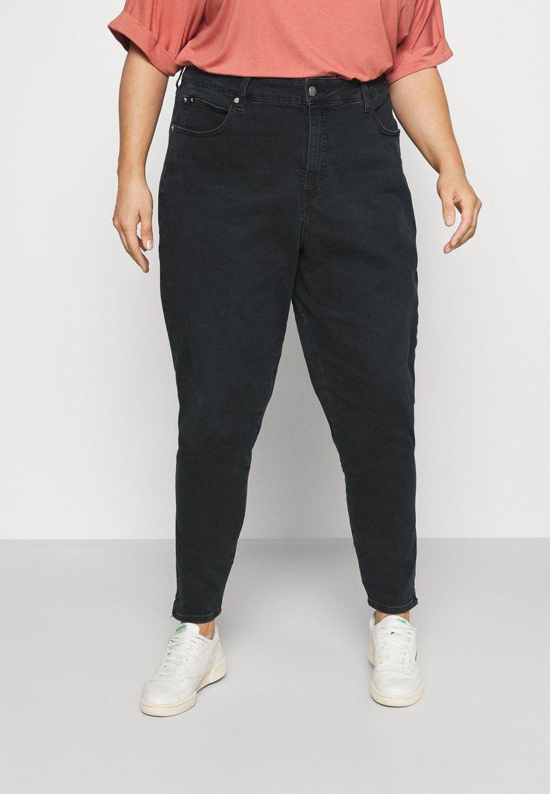 Calvin Klein Jeans Plus - HIGH RISE SKINNY ANKLE - Jeans Skinny Fit - denim black