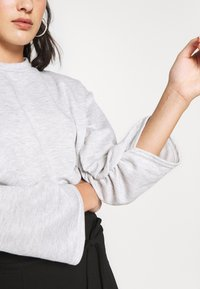 Missguided Petite - RUCHED SLEEVE - Felpa - grey - 5
