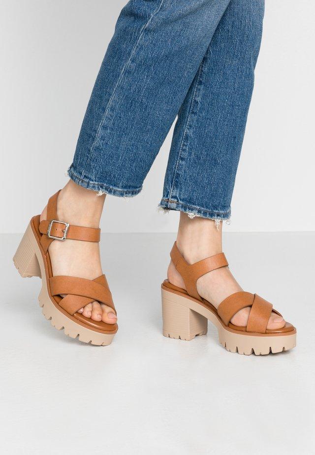 SABA - Sandály na vysokém podpatku - cognac