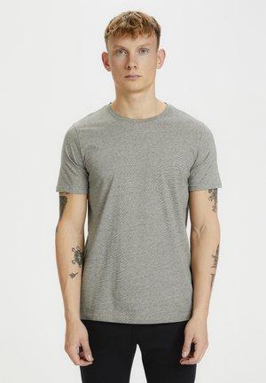JERMANE - Print T-shirt - forest night