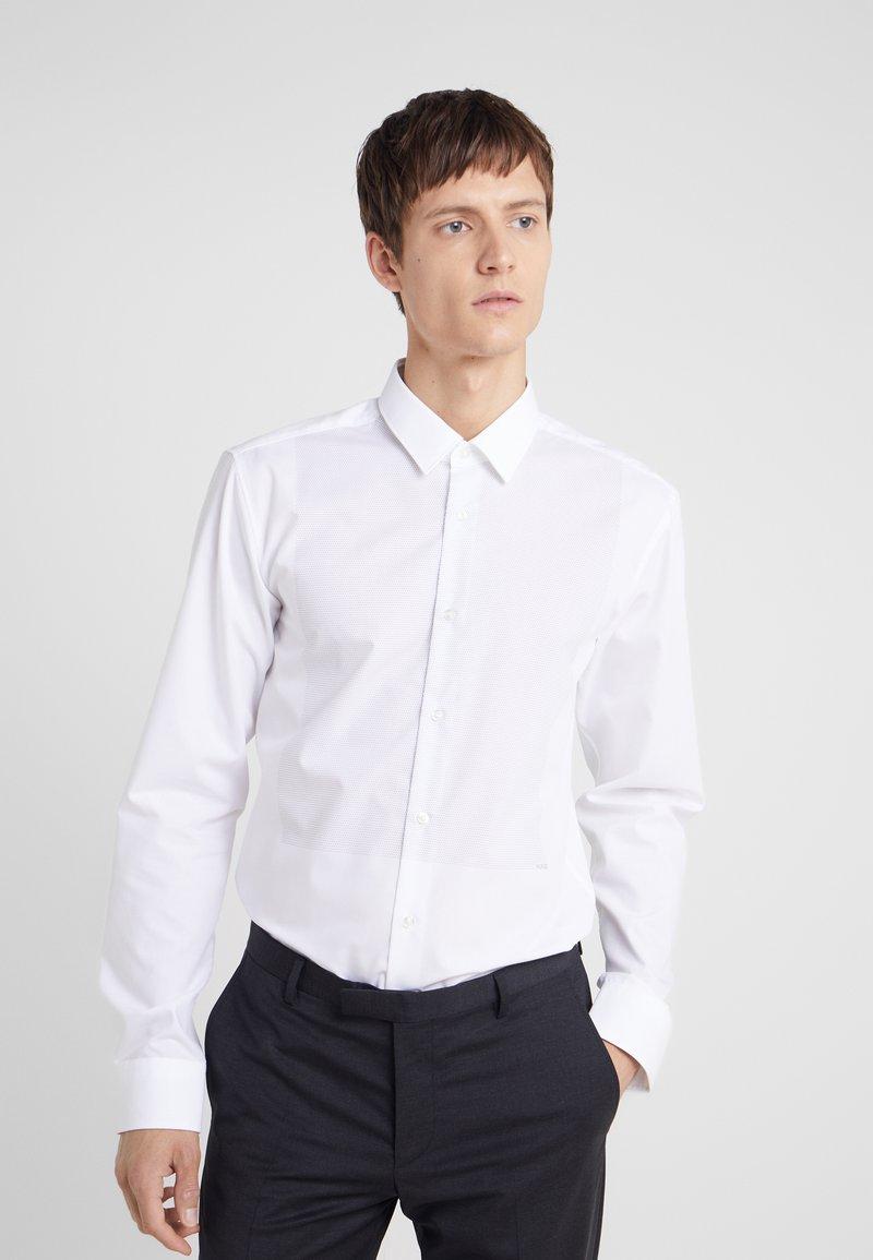 HUGO - ELISHA SLIM FIT - Kostymskjorta - white