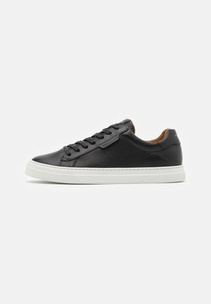 SPARK CLAY - Sneakersy niskie - black