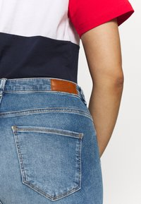 Vero Moda Curve - VMSOPHIA SKINNY JEANS - Jeans Skinny - light blue denim - 5