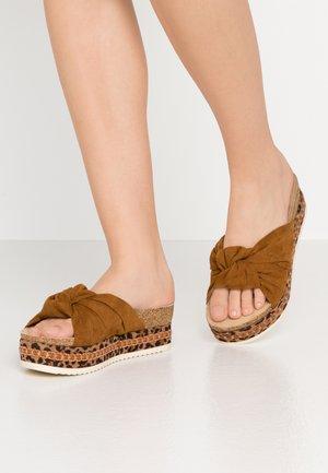 Pantofle na podpatku - hazl