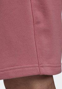 adidas Originals - R.Y.V. SHORTS - Shorts - pink - 6