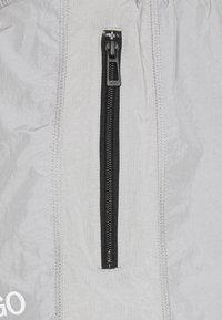 HUGO - DACKSON - Shorts - silver - 2