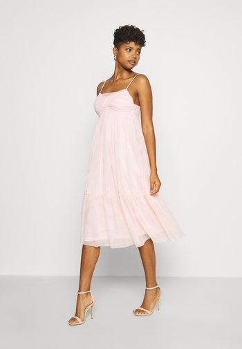 ZALANDO X NA-KD VOLUME DRESS - Vestido de cóctel - dusty pink