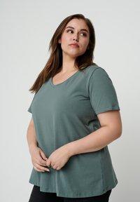Zizzi - Basic T-shirt - dark green - 0