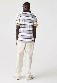 Lacoste - Polo shirt - heidekraut grau / weiß / beige / schwarz - 1