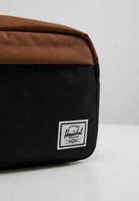 Herschel - CHAPTER - Wash bag - black/saddle brown - 2