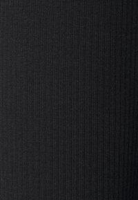 Noisy May Tall - NMPASA FLARED PANTS TALL - Bukse - black - 2