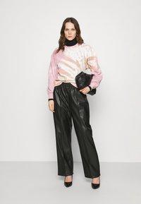 Abercrombie & Fitch - CREW PATTERN - Sweatshirt - pink wash - 1