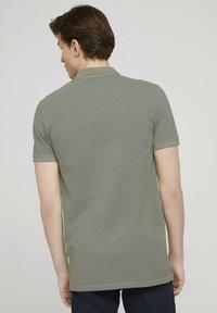 TOM TAILOR DENIM - Polo shirt - greyish shadow olive - 2
