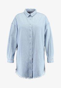 Missguided Plus - OVERSIZED DRESS - Robe en jean - blue - 4