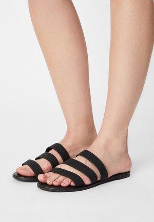 EVERYDAY GRACE TRIPLE STRAP SLIDE - Mules - black