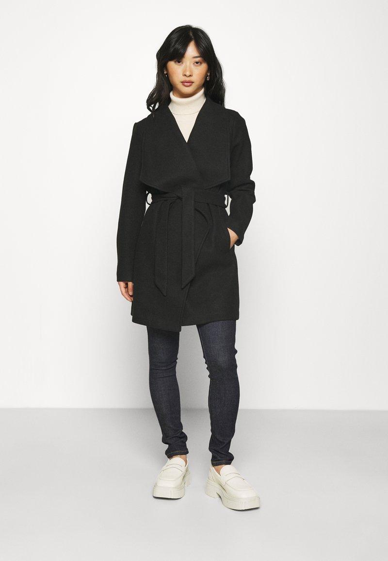 VILA PETITE - VICOOLEY COLLAR BELT COAT - Classic coat - black