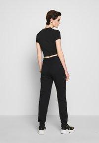 Versace Jeans Couture - Pantaloni sportivi - black/gold - 2