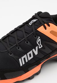 Inov-8 - MUDCLAW 300  - Trail running shoes - black/orange - 5