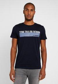 TOM TAILOR DENIM - Triko spotiskem - sky captain blue - 0